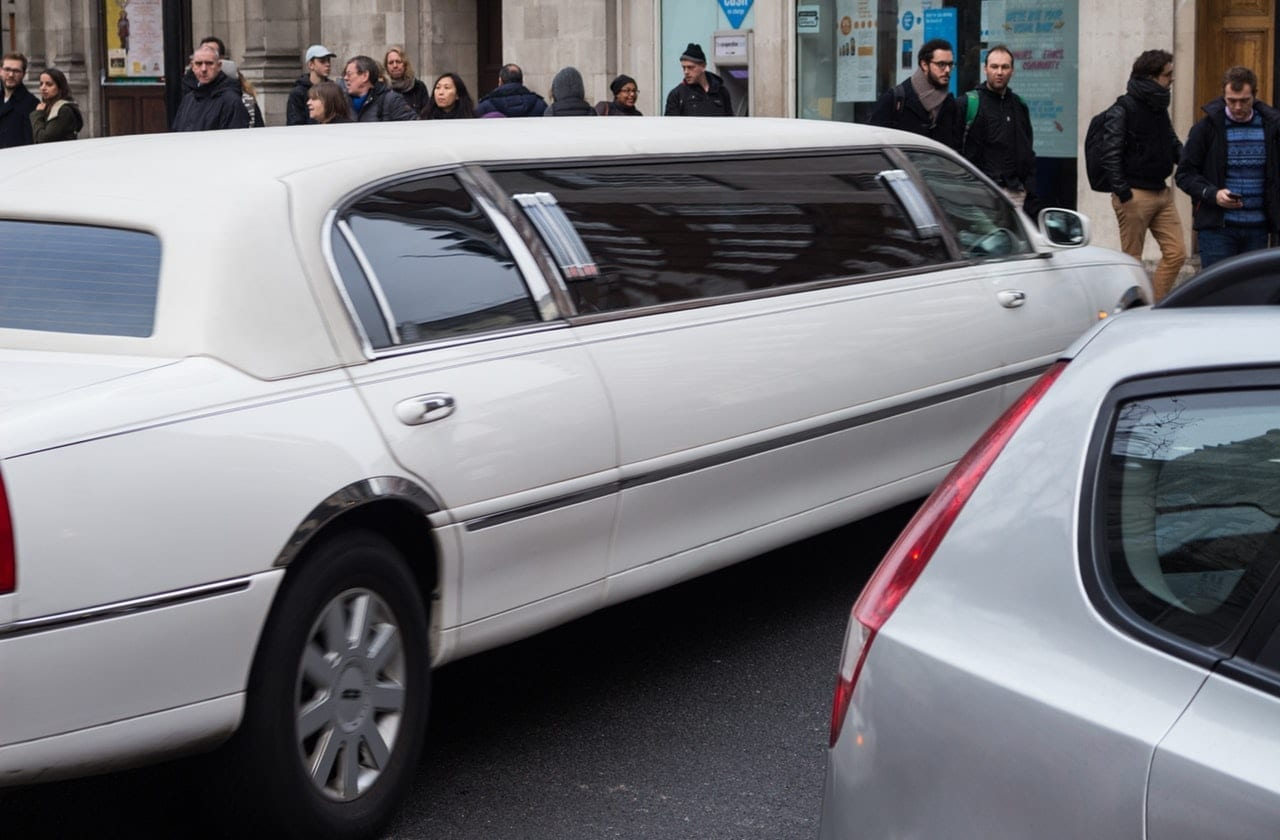 How much does it cost to rent a limo?