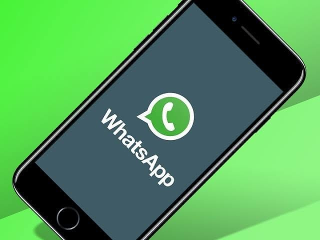 share location WhatsApp iPhone