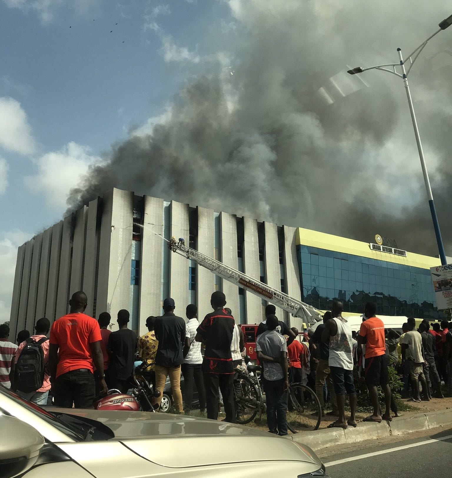 Fire at GRA (Medium Tax and Large Tax Branch) on the Ring Road, Circle (+photos & video)