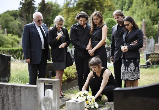 Difference between memorial service and funeral service program